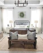Rustic farmhouse bedroom decorating ideas (32)