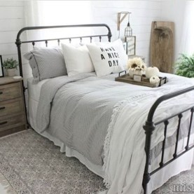 Rustic farmhouse bedroom decorating ideas (37)