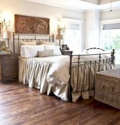 Rustic farmhouse bedroom decorating ideas (5)