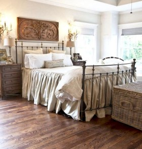 Rustic farmhouse bedroom decorating ideas (5)