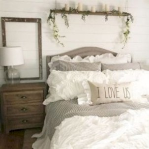 Rustic farmhouse bedroom decorating ideas (9)