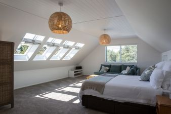 Astounding bedrooms with skylights that everyone will adore 04