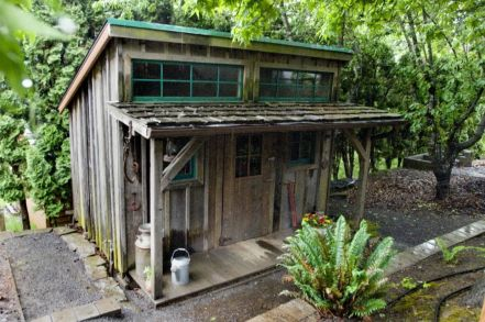 Amazing rustic garden decor ideas 05