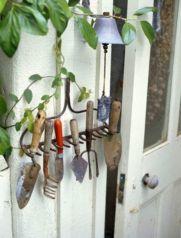 Amazing rustic garden decor ideas 43