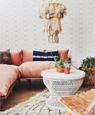 Brilliant bohemian farmhouse decorating ideas for your living room 17