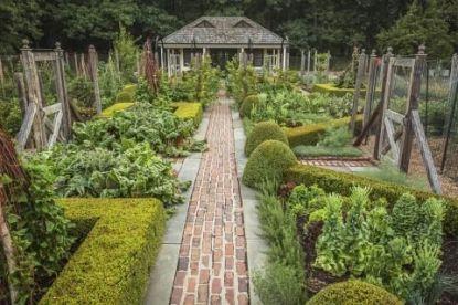 Elegant raised garden design ideas to inspire you 28