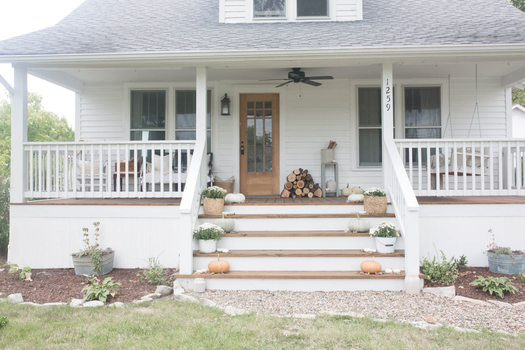 Most stylish farmhouse front door design ideas 36