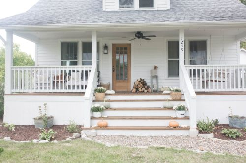 Most stylish farmhouse front door design ideas 36