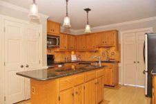 Amazing oak cabinet kitchen makeover ideas 11