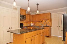Amazing oak cabinet kitchen makeover ideas 11