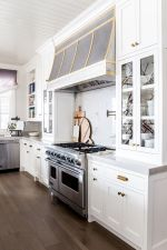 Comfy antique white kitchen cabinets ideas 26