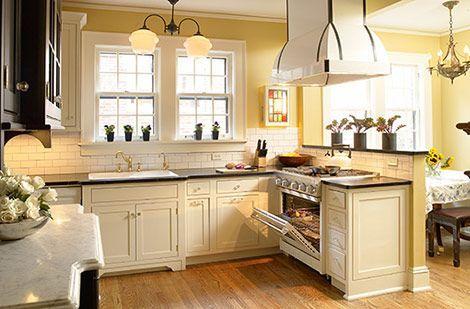 Comfy antique white kitchen cabinets ideas 44