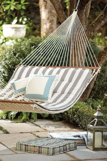 Comfy backyard hammock decor ideas 16
