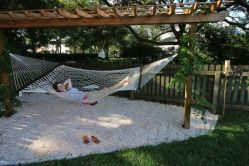 Comfy backyard hammock decor ideas 34