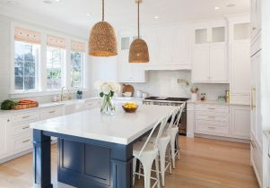 Elegant kitchen ideas with white cabinets 32