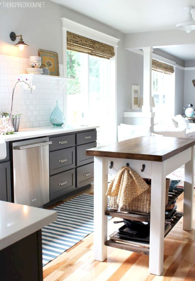 Gorgeous small kitchen makeovers on a budget 13 - Round Decor