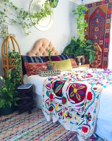 Impressive colorful bedroom ideas 44