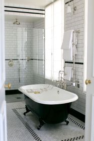 Lovely hotel bathroom design ideas that can be applied to your home 19