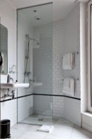 Lovely hotel bathroom design ideas that can be applied to your home 20