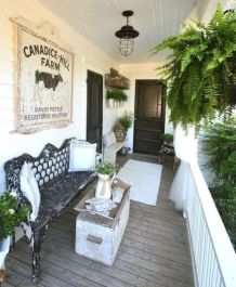 Amazing farmhouse porch decorating ideas 17