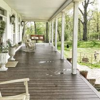 Amazing farmhouse porch decorating ideas 28