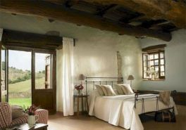 Attractive rustic italian decor for amazing bedroom ideas 32