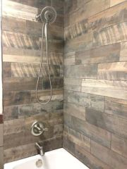 Awesome farmhouse shower tiles ideas 34