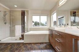 Awesome farmhouse shower tiles ideas 38