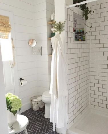 Awesome farmhouse shower tiles ideas 42