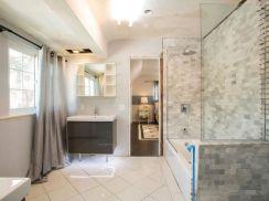 Awesome farmhouse shower tiles ideas 43