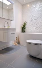 Best ideas how to creating minimalist bathroom 34