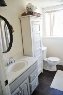 Cozy farmhouse bathroom makeover ideas 35