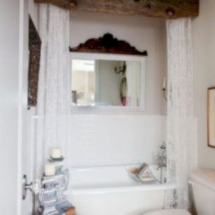 Cozy farmhouse bathroom makeover ideas 36