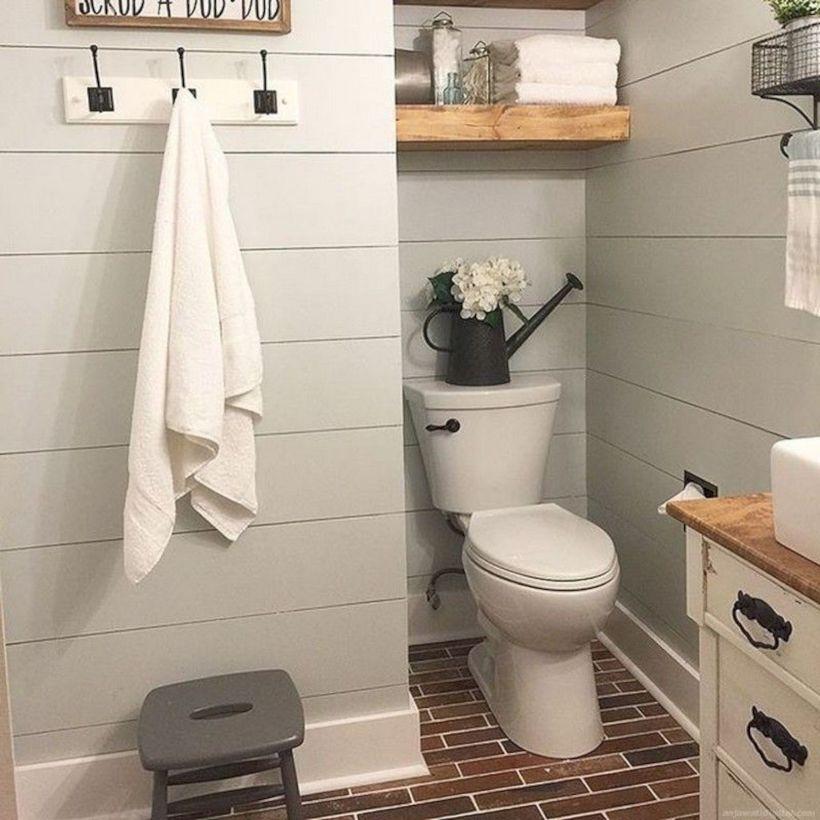 Cozy farmhouse bathroom makeover ideas 42