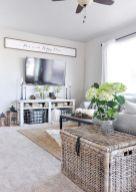 Fabulous farmhouse living room decor design ideas 40