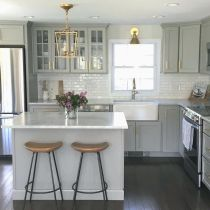Impressive farmhouse country kitchen decor ideas 37