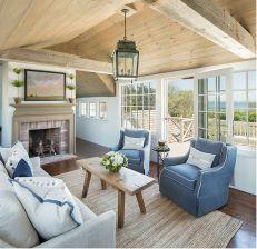 Lovely rustic coastal living room design ideas 09