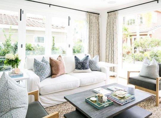 Lovely rustic coastal living room design ideas 37