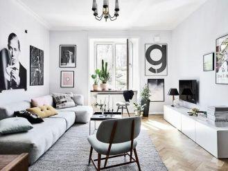 Stunning living room wall gallery design ideas 13