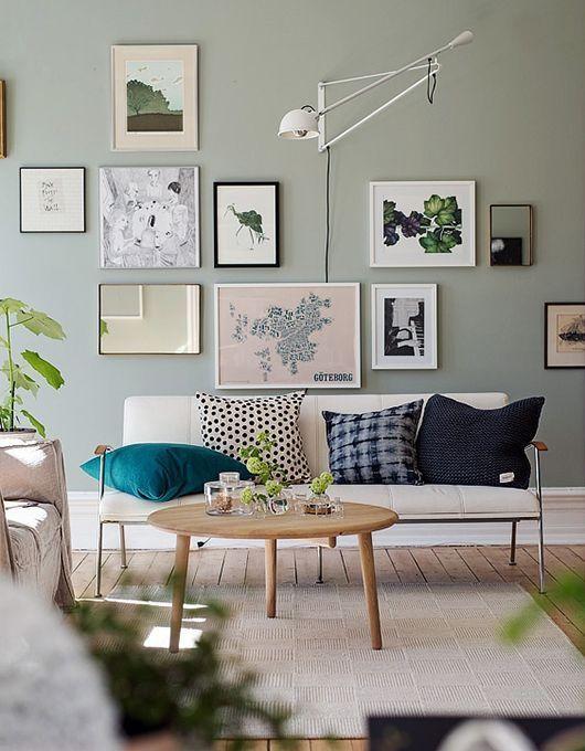 Stunning living room wall gallery design ideas 19