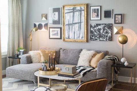 Stunning living room wall gallery design ideas 33