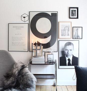 Stunning living room wall gallery design ideas 34