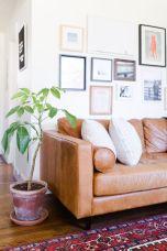 Stunning living room wall gallery design ideas 38