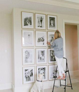 Stunning living room wall gallery design ideas 43