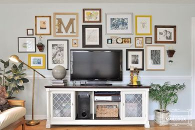 Stunning living room wall gallery design ideas 45