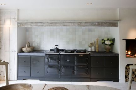 Amazing black kitchen design ideas 01
