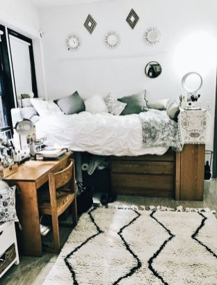 Beautiful dorm room organization ideas 23