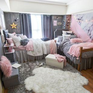 Beautiful dorm room organization ideas 38