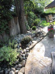 Great front yard rock garden ideas 36