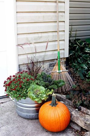 Pretty fall planters for easy outdoor fall decorations 01